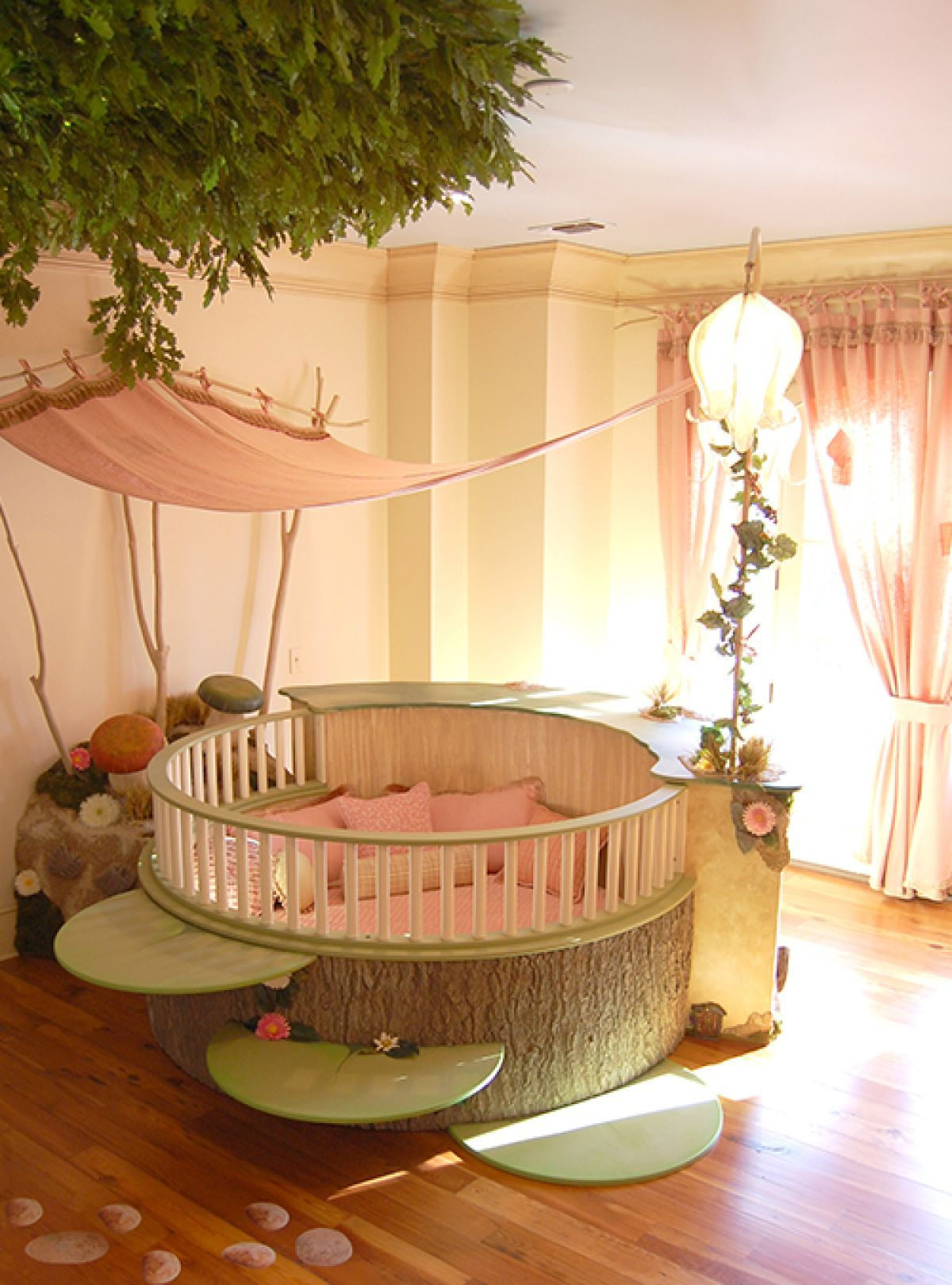 15 disney inspired rooms that will make you want to redo your 46 11 fantastic disney inspired childrens rooms 0 f