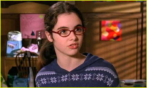 http://www.justjaredjr.com/2016/02/19/vanessa-marano-defends-april-nardini-in-gilmore-girls-revival-shes-not-breaking-anyone-up/