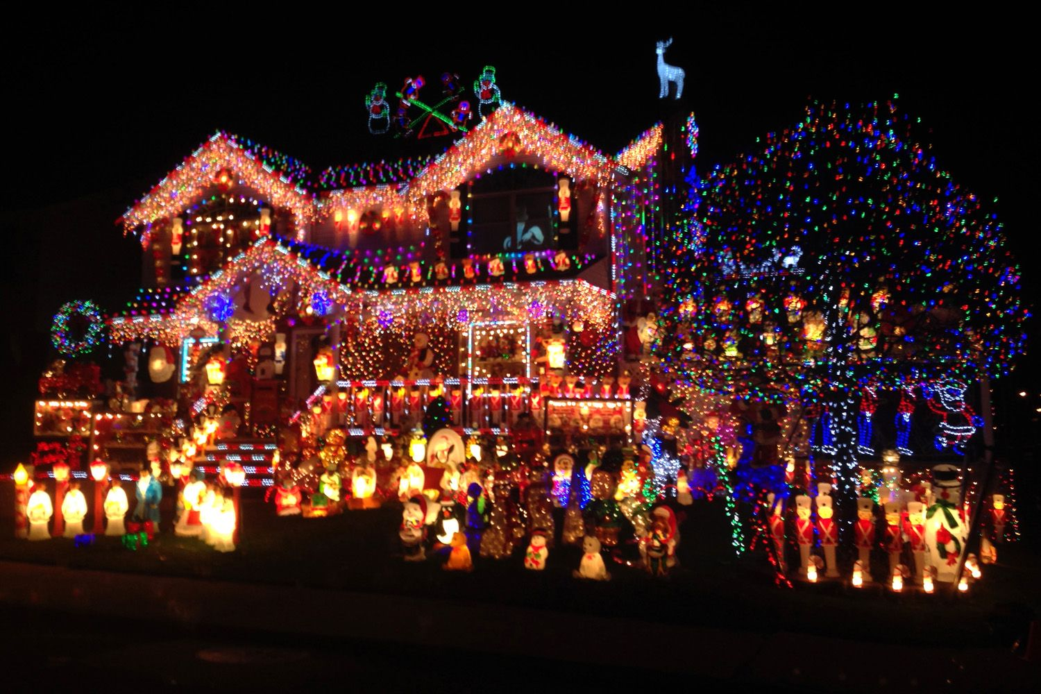 http://amazows.com/gallery/house-christmas-lights.dsgn