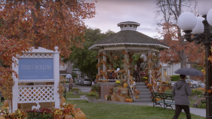 https://www.boston.com/culture/tv/2016/08/24/the-connecticut-town-that-inspired-stars-hollow-is-hosting-a-3-day-gilmore-girls-festival