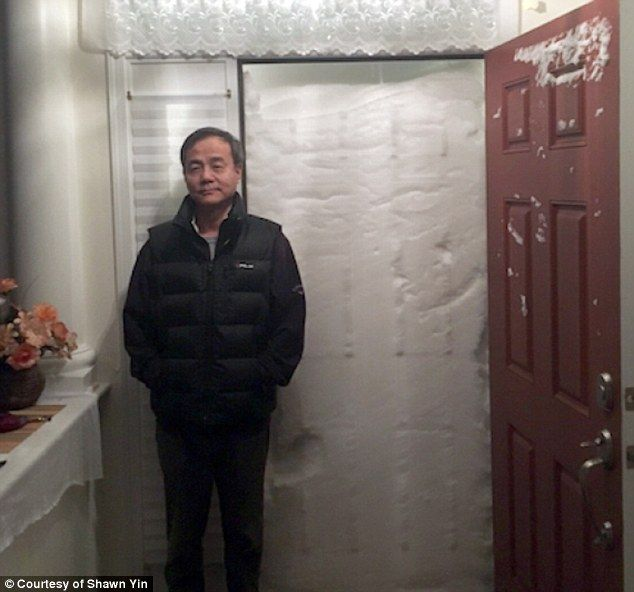 http://www.dailymail.co.uk/news/article-3416811/Well-not-going-outside-time-soon-astonishing-moment-couple-tried-step-outside-New-Jersey-home-snow-blocked-ENTIRE-doorway.html
