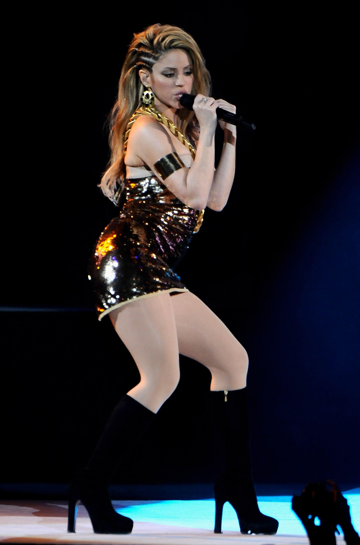 4- Shakira