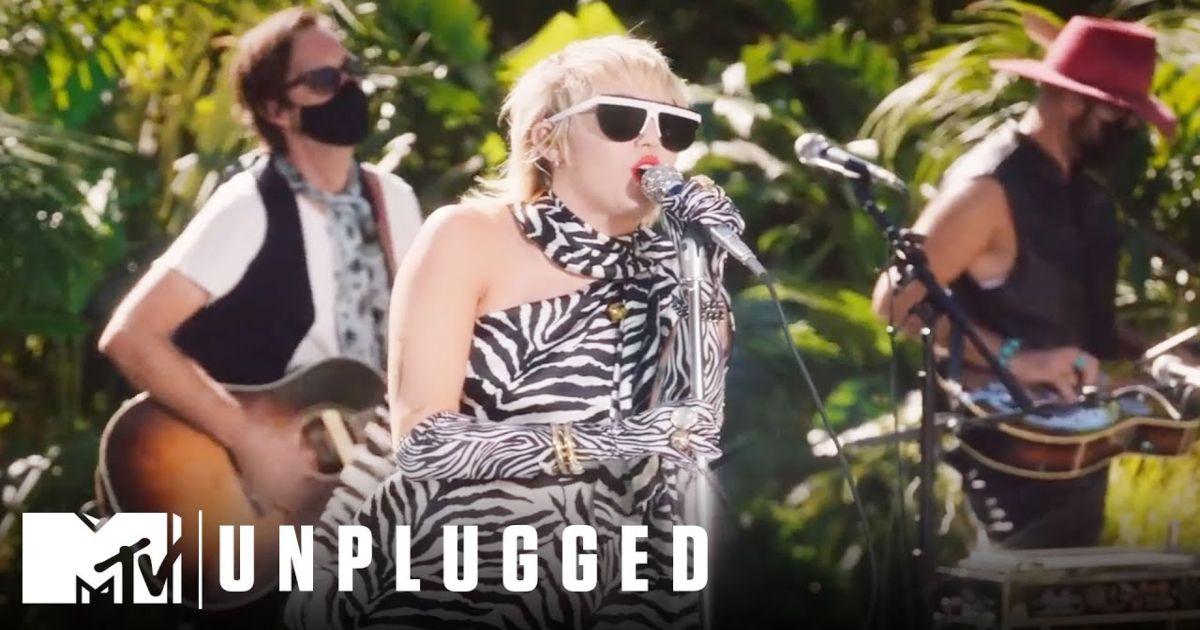 Miley Cyrus Adds a Dark Spin to Britney Spears' 'Gimme More' at MTV Unplugged With Sister Noah