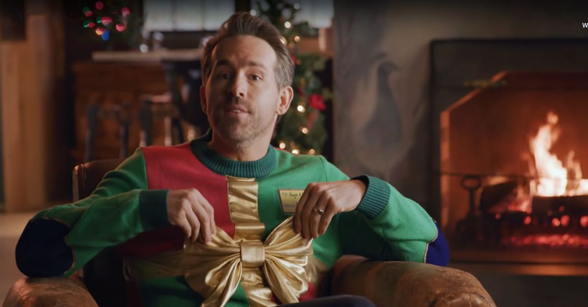 Ryan Reynolds Shows Off His Presents And One Very Relatable Holiday Struggle