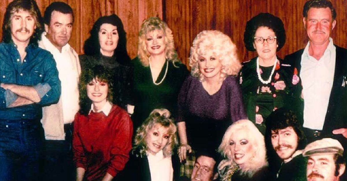 WHO ARE DOLLY PARTON'S 11 SIBLINGS, AND WHAT DO THEY DO?