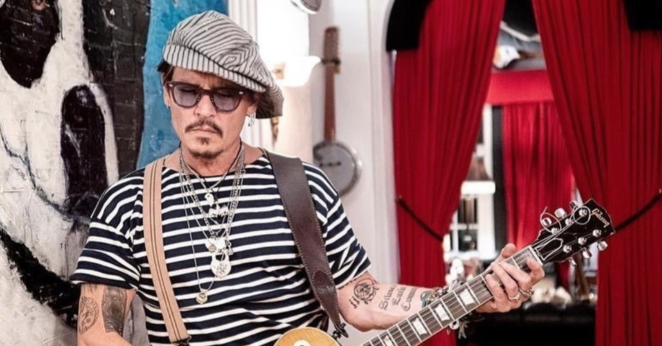 These Celebs Are Defending Johnny Depp Against Amber Heard